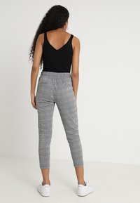 ICHI - KATE CHECK - Pantalon classique - black - 2