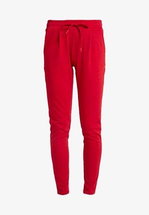 KATE - Pantalon de survêtement - scarlet sage
