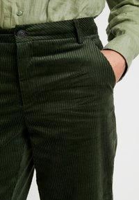 ICHI - Bukse - dark green - 3