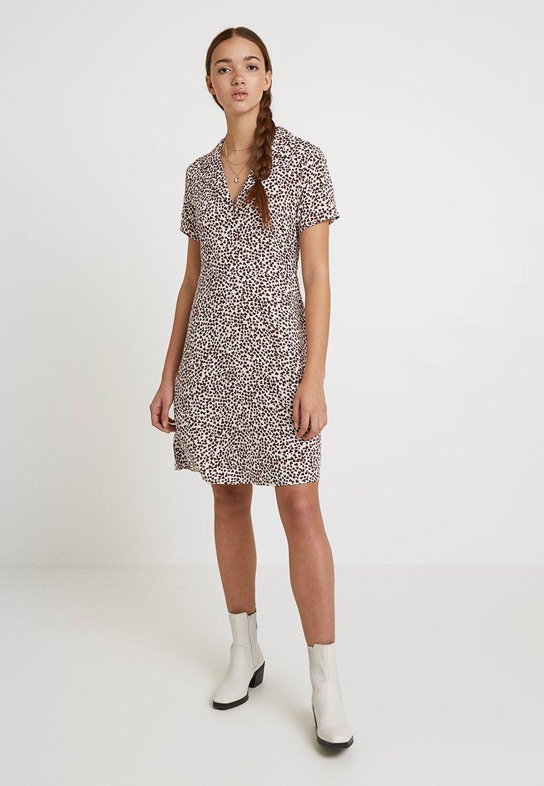 ICHI - YVONNE - Korte jurk - brown