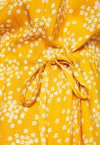 ICHI - VERA - Day dress - golden yellow - 2