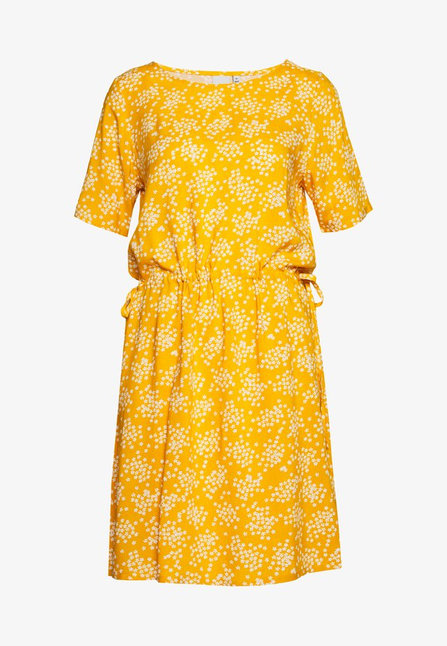 VERA - Hverdagskjoler - golden yellow