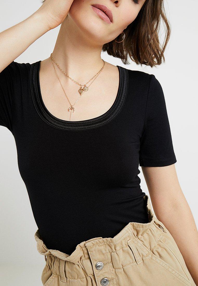 ICHI ZOLA - T-shirts - black