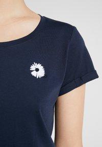 ICHI - KISS - Print T-shirt - total eclipse - 4