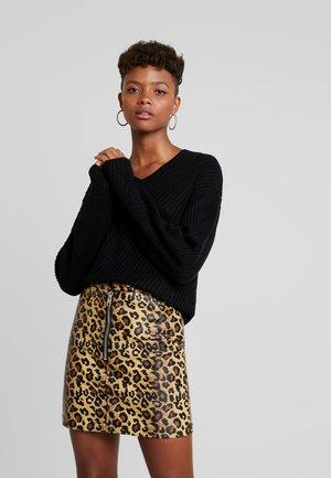BASILA - Stickad tröja - black