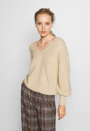 Stickad tröja - tapioca