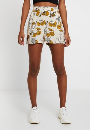 IHVERA SHO - Shorts - mango mojito