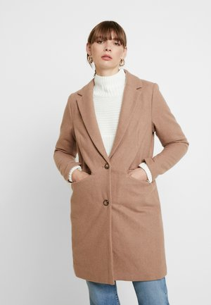 IH ALMA - Krátký kabát - camel melange