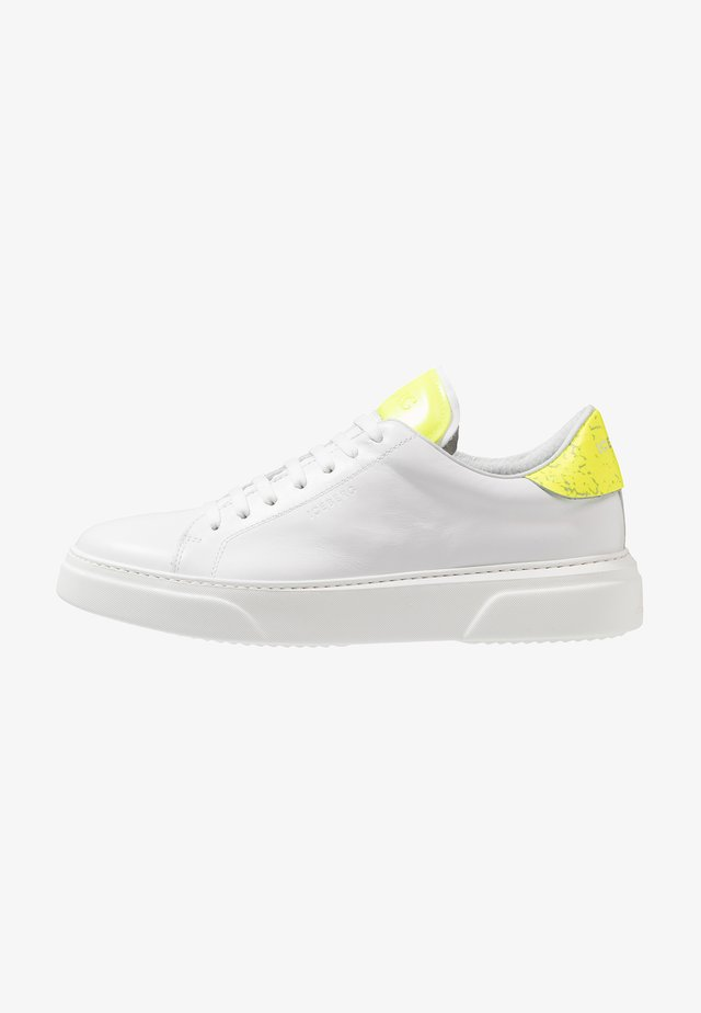 PHANTOM - Sneakersy niskie - white/yellow