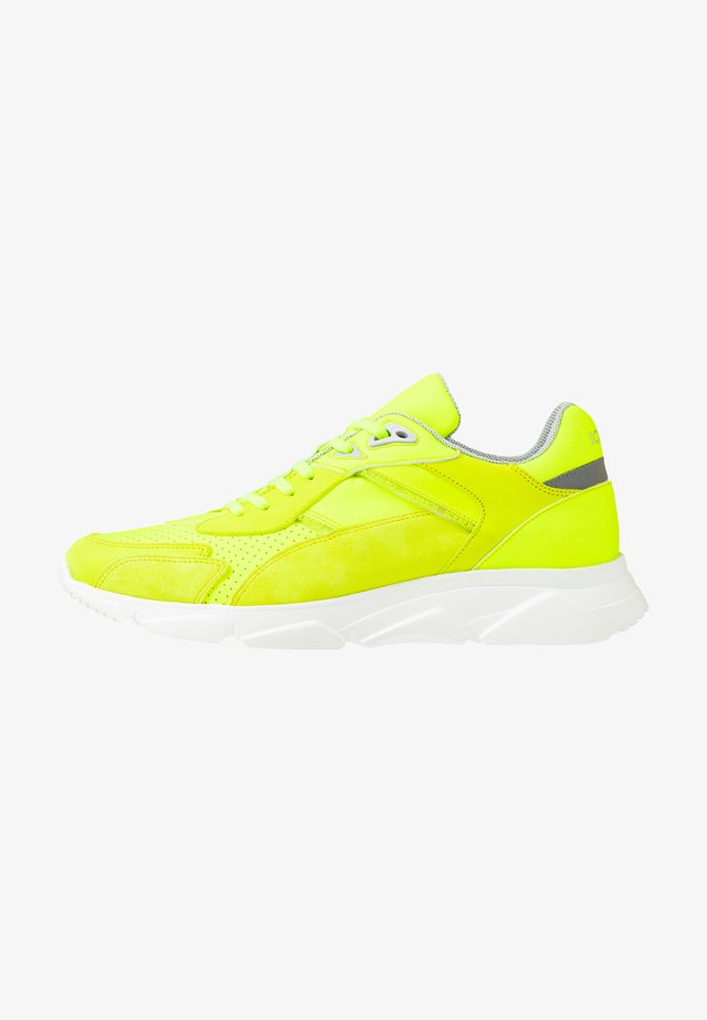 CITY RUN - Matalavartiset tennarit - fluo