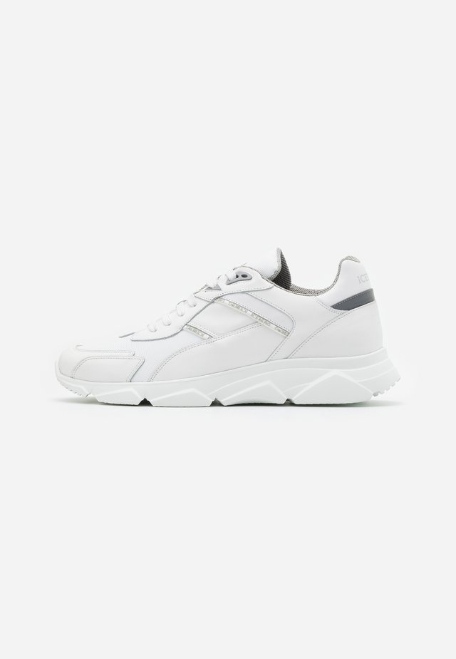 CITY RUN - Sneakers - tag white
