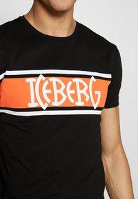 Iceberg - STRIPE LOGO - T-shirt con stampa - nero - 4