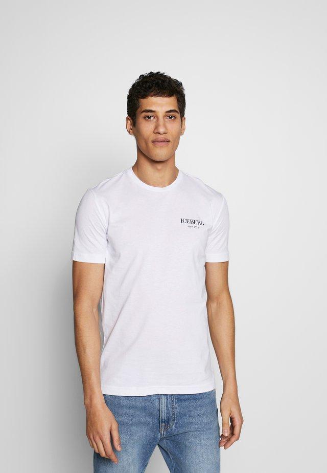 BACK LOGO - T-shirts print - bianco ottico