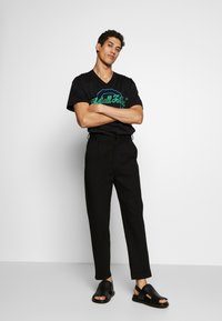 Iceberg - OVERSIZE THAT'S ALL FOLKS - T-shirt con stampa - nero - 1