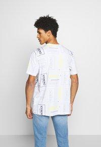 Iceberg - ALLOVER LOGO - T-shirt con stampa - bianco - 2