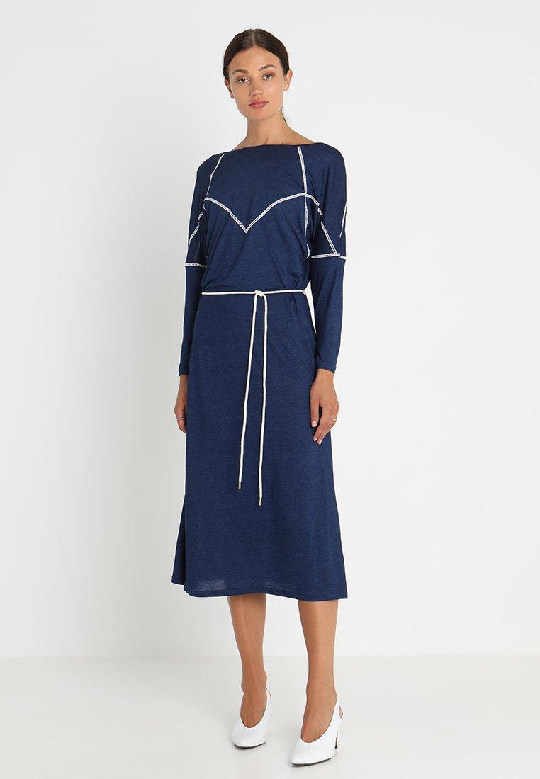 Iden - PANNELLED DRESS - Maxikleid - indigo
