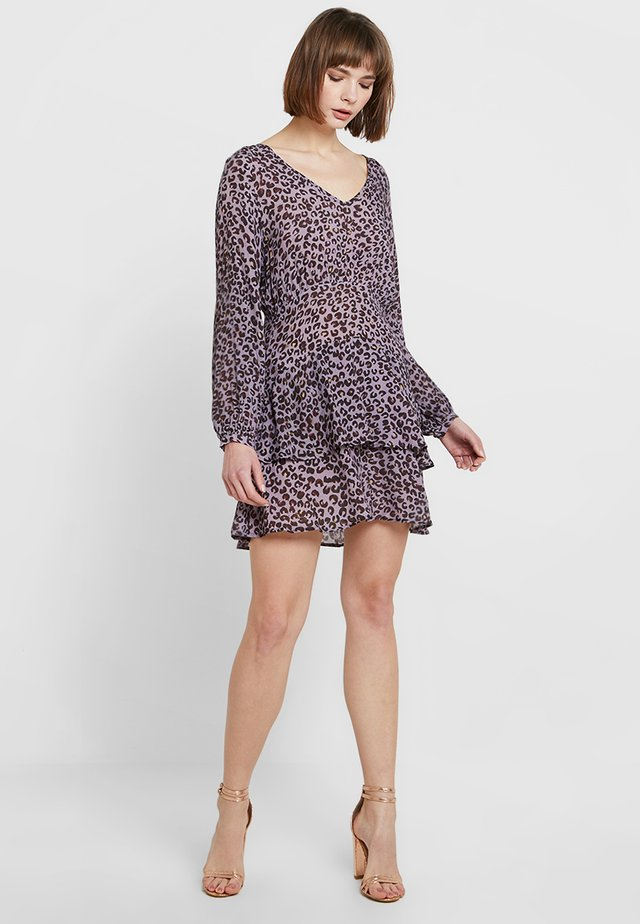 ANIMAL PRINT MIDI DRESS - Hverdagskjoler - purple