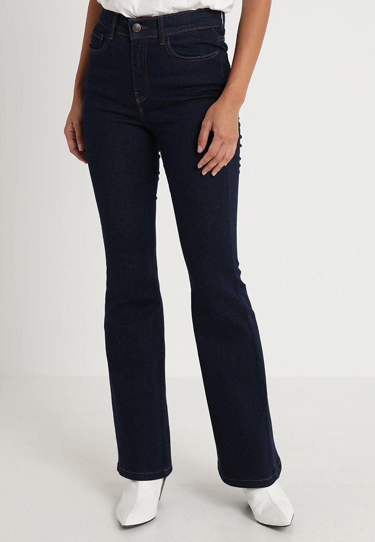 Iden - FONTEYN - Flared Jeans - rinse
