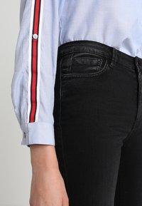 Iden - ADA KICK - Flared Jeans - black - 3