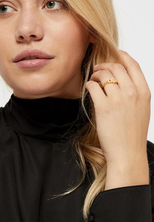 Ring - gold-coloured