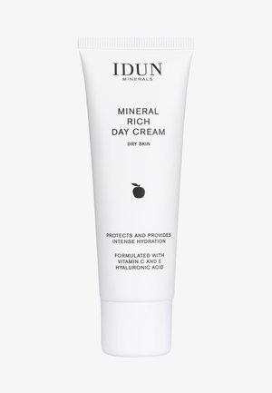 SKINCARE DAY CREAM DRY SKIN - Face cream - -