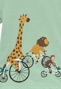 igi natur - CORE BICYCLE RACE TEE - Print T-shirt - light green - 3