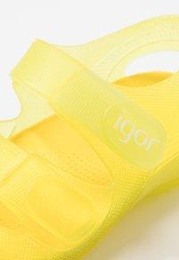 IGOR - BONDI - Sandály do bazénu - amarillo - 2