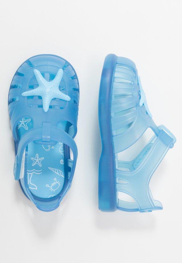 TOBBY ESTRELLA - Sandály do bazénu - azul/celeste