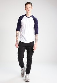 INDICODE JEANS - WILLIAM - Cargobyxor - black - 1