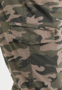 INDICODE JEANS - LEVI - Bojówki - dired camouflage - 6