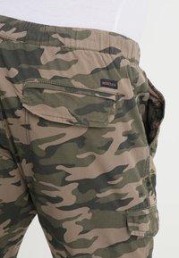 INDICODE JEANS - LEVI - Bojówki - dired camouflage - 4