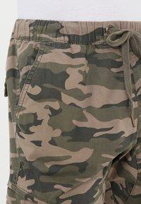 INDICODE JEANS - LEVI - Bojówki - dired camouflage - 3