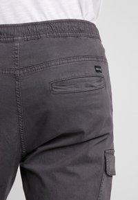 INDICODE JEANS - LAKELAND - Pantaloni cargo - dark grey - 5