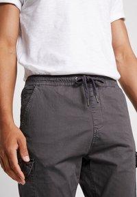 INDICODE JEANS - LAKELAND - Pantaloni cargo - dark grey - 3