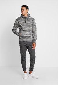 INDICODE JEANS - LAKELAND - Pantaloni cargo - dark grey - 1