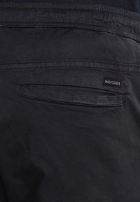 INDICODE JEANS - LAKELAND - Cargo trousers - black - 4