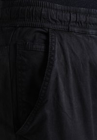 INDICODE JEANS - LAKELAND - Cargo trousers - black - 3