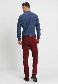 INDICODE JEANS - NELSON - Chino kalhoty - zinfandel - 2