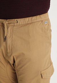 INDICODE JEANS - LEVI PLUS - Cargo trousers - amber - 3