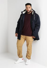 INDICODE JEANS - LEVI PLUS - Cargo trousers - amber - 1