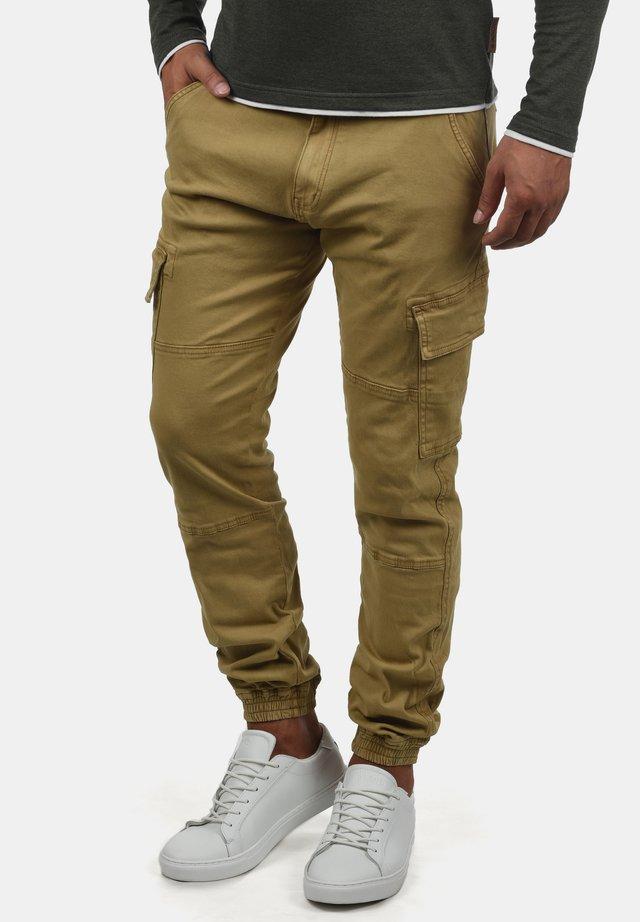 CARGOHOSE BROMFIELD - Cargo trousers - olive