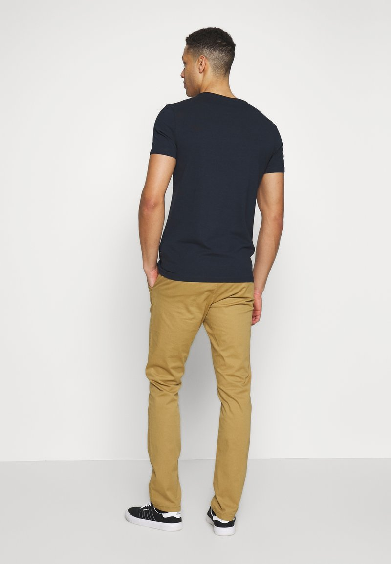INDICODE JEANS GOWER - Chinos - amber