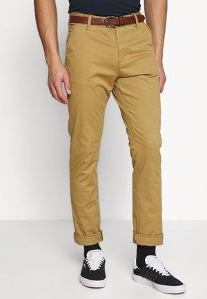 GOWER - Chino kalhoty - amber