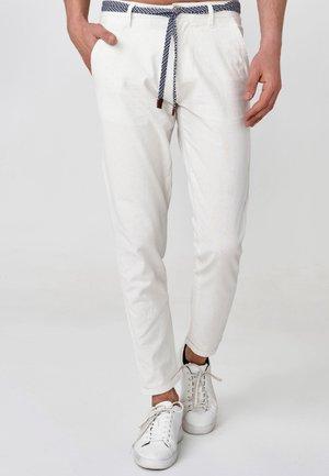 BRYNE - Pantalones chinos - offwhite