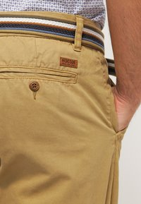 INDICODE JEANS - ROYCE - Shorts - amber - 4