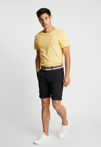 INDICODE JEANS - ROYCE - Shorts - black - 1