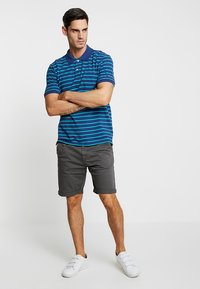 INDICODE JEANS - CONER - Shorts - raven - 1