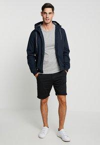 INDICODE JEANS - CONER - Shorts - black - 1