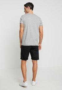 INDICODE JEANS - CONER - Shorts - black - 2