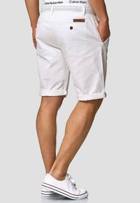 INDICODE JEANS - CASUAL FIT - Shorts - off white - 2